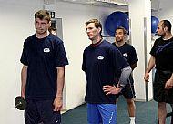 Juraj Valach, Petr Haluza, Jozef Kováèik a Milan Hruška poslouchají výklad k následujícím cvièením.