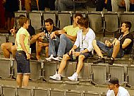 Za stojícím Romanem Jurákem je schovaný Jakub Koreis a vedle nìj sedí: Radim Ostrèil, Juraj Valach, Michal Kempný a Branislav Jankoviè