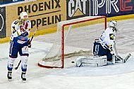 Nepøíliš povedený první start sezóny prožil Tomáš Protivný, prohra na Slavii byla drtivá. Do hry se dostal kvùli èastým faulùm Komety i zranìním