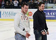 Miroslav Holec a Radim Ostrèil opatrnì bez bruslí, nicménì Miroslav Holec i rukou na pásce zvládá tleskat.