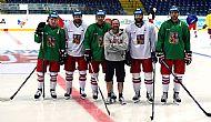 Souèasní a bývalí kome�áci zleva: Jan Káòa, Michal Kempný, Jan Hruška, Petr Ondráèek, Tomáš Vincour a Martin Doèekal.